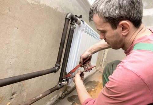Монтаж радиатора отопления в квартире в Москве