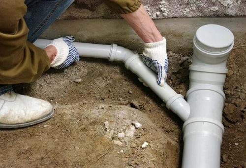 Монтаж труб канализации в частном доме в Москве