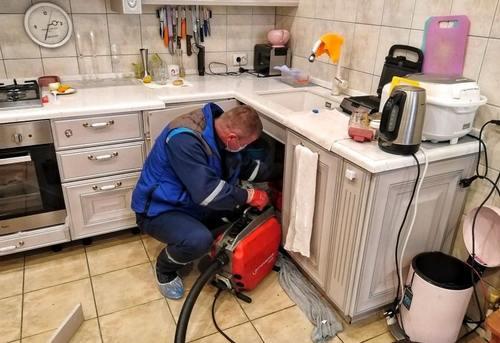 Прочистка канализации на кухне в Москве