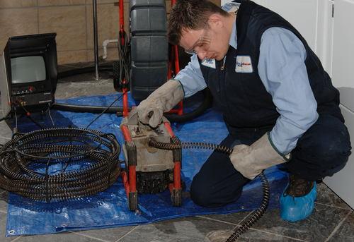 Прочистка канализационных труб в квартире в Москве