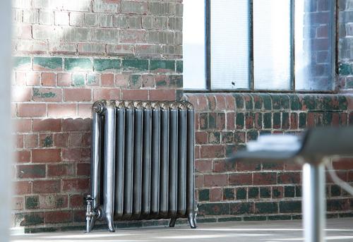 Установка чугунного радиатора отопления в Москве