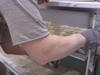 Установка деревянного экрана под ванну