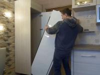 Установка и подключение встроенного холодильника