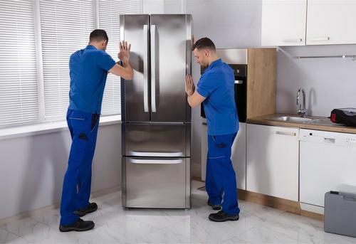 Установка отдельно стоящего холодильника в Москве