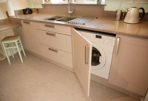 Установка стиральной машины на кухне в Москве