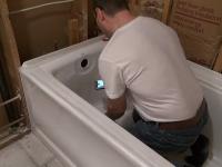 Монтаж и подключение стальной ванны