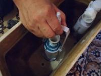 Замена сливной арматуры унитаза
