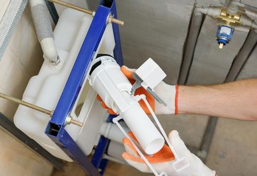 Замена сливной арматуры на подвесном унитазе в Москве
