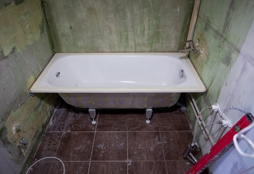 Замена стальной ванны в Москве