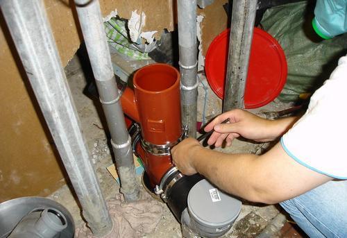 Замена стояка канализации на кухне в Москве
